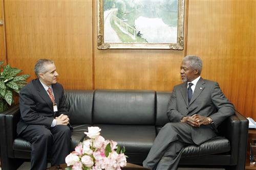 Ahmed Djoghlaf with Kofi Annan Secretariat of the Convention on Biological Diversity