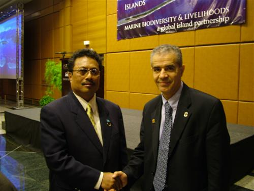 Ahmed Djoghlaf with H.E. Tommy Remengesau, President of Palau ENB