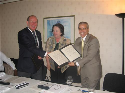 Signing ceremony - Memorandum of Cooperation between CBD and Bioversity International Secretariat of the Convention on Biological Diversity