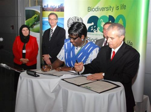 Signing ceremony - Memorandum of Understanding with the Institute of Energy and Environment of La Francophonie (IEPF) Secretariat of the Convention on Biological Diversity