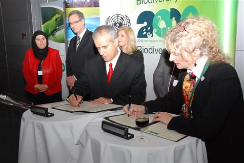 Signing ceremony - Memorandum of Understanding with the Canadian Environmental Network (RCEN) Secretariat of the Convention on Biological Diversity