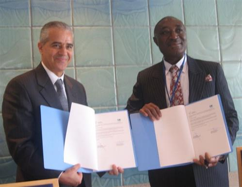 Signing ceremony of the MOU between CBD and ITTO Secretariat of the Convention on Biological Diversity