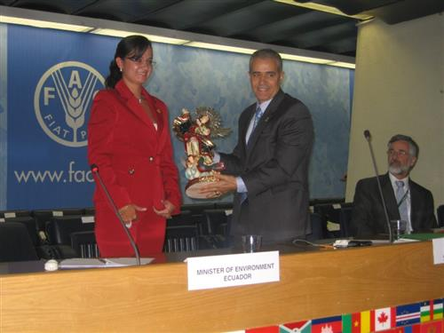 Presentation of gift from the Minister of Environment, Ecuador