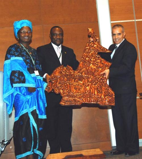 Cameroon donates to the Museum