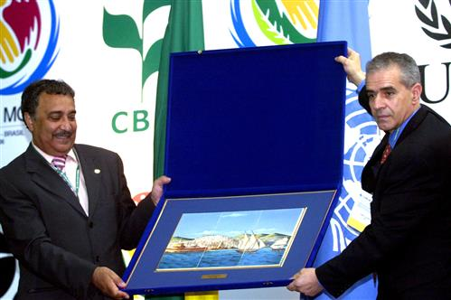 Presentation of gift from the Minister of Environment, Algeria