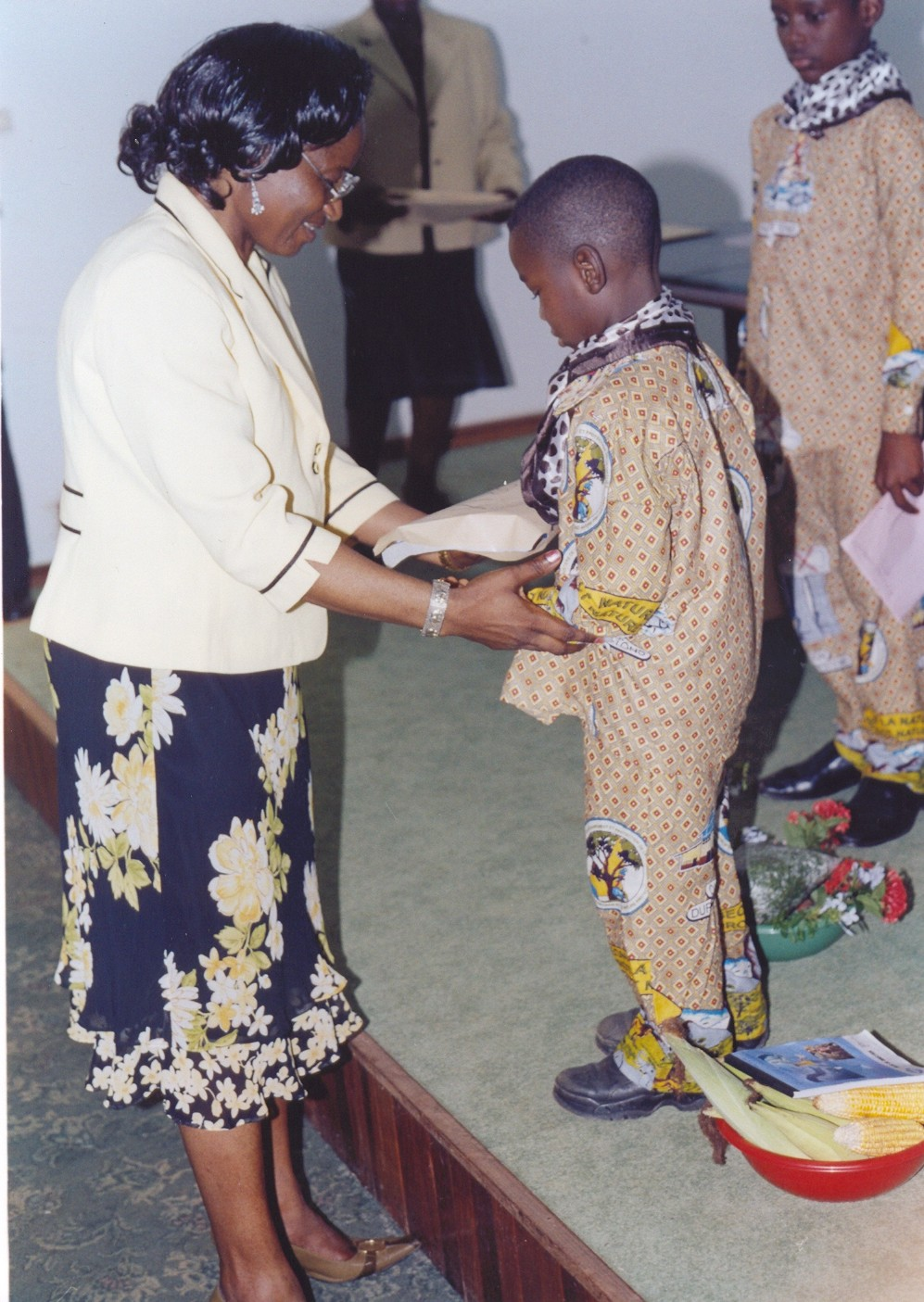 Child receiving gift from national CBD Coordinator