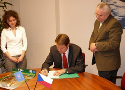 The Czech Minister of Environment, Mr. Martin Bursík, has just signed the Memorandum of Understanding